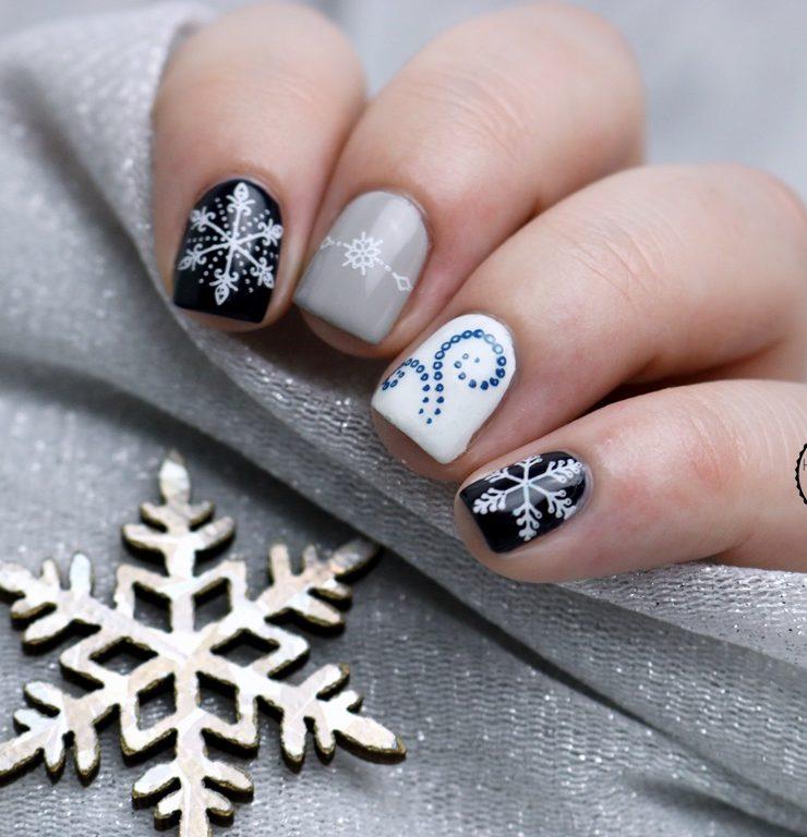 Schneeflocken in Blau-Grau